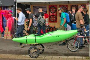 Boottransport mit dem Fahrrad